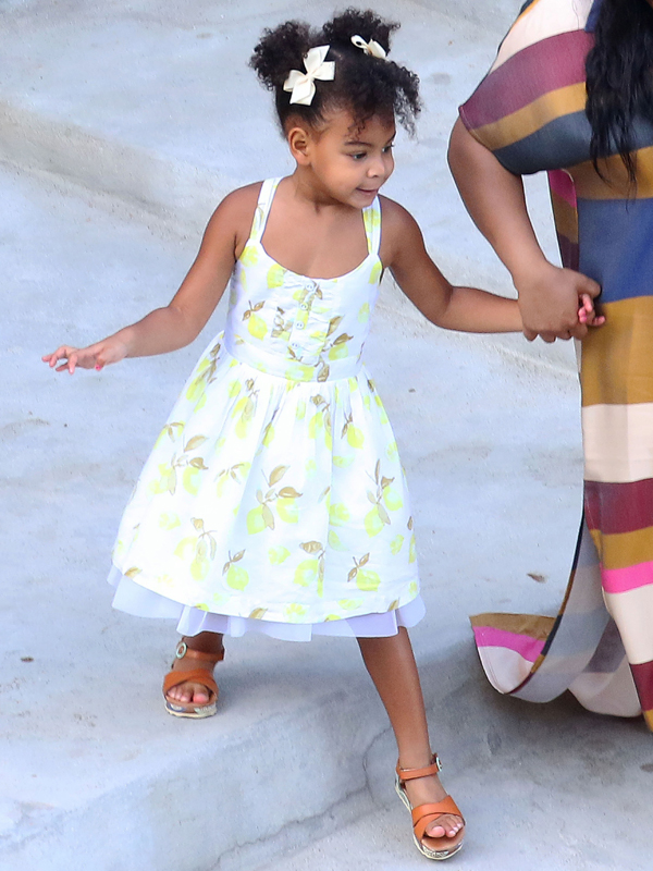 Picture Shows: Blue Ivy September 10, 2015 Beyonce, Jay-Z and Blue Ivy enjoy lunch with Kelly Rowland, her husband and some family while aboard a luxury yacht off the Amalfi Coast in Italy. Non-Exclusive UK RIGHTS ONLY Pictures by : FameFlynet UK © 2015 Tel : +44 (0)20 3551 5049 Email : info@fameflynet.uk.com