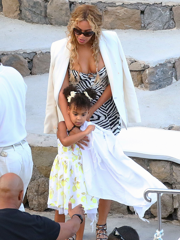 Picture Shows: Blue Ivy, Beyonce September 10, 2015 Beyonce, Jay-Z and Blue Ivy enjoy lunch with Kelly Rowland, her husband and some family while aboard a luxury yacht off the Amalfi Coast in Italy. Non-Exclusive UK RIGHTS ONLY Pictures by : FameFlynet UK © 2015 Tel : +44 (0)20 3551 5049 Email : info@fameflynet.uk.com