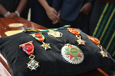 Deinde-Fernandez-Burial-2