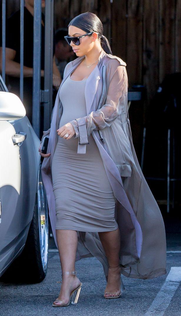 Kim-Kardashian-leaving-a-studio-in-Los-Angeles