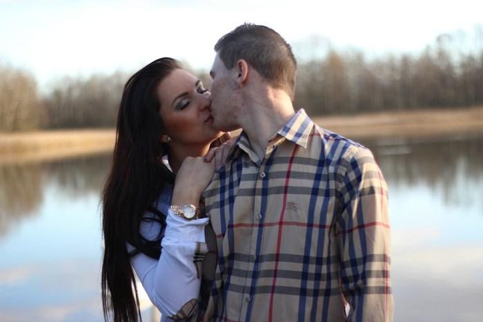 couple love kiss
