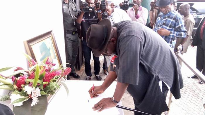 Governor Serieke Dickson signs the condolence register at the home of the late former Governor of Baylesa, Chief DSP Alamieyeseigha | Facebook