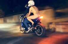 PAY-The-naked-girl-up-the-bike (2)