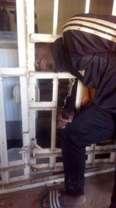 An alleged thief had his head stuck in the burglary proof during his escape bid after robbing a shop in Jos | Kamara Bature/Twitter