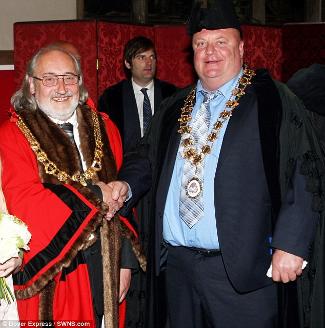 Neil Rix, mayor of Dover in England (right)