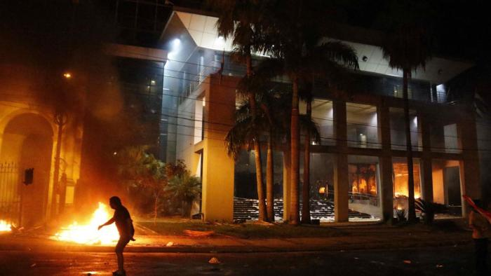 Protesters set fire to Paraguay Congress