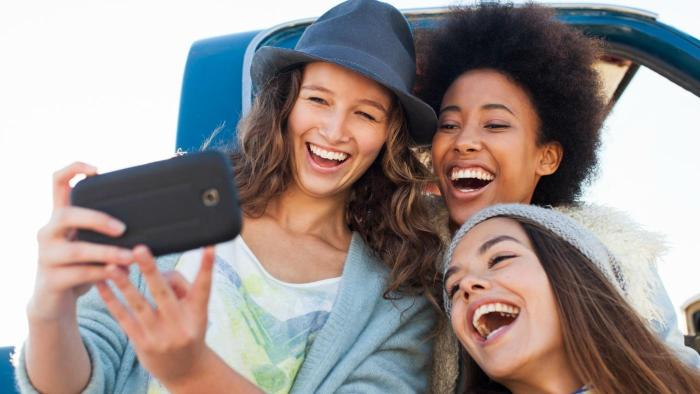 can-burn-calories friends smiles selfie