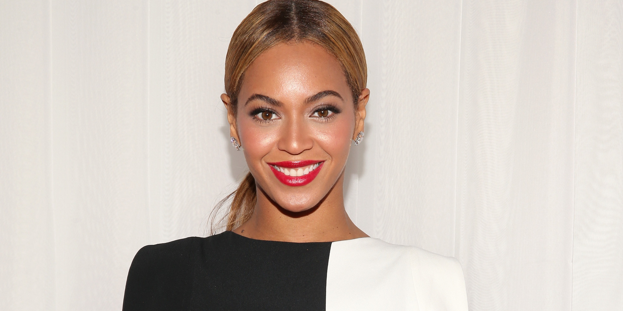 Woman Looks So Much Like Beyoncé That Fans Chase Her For Selfies ...