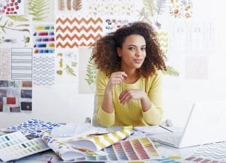 woman office procrastination