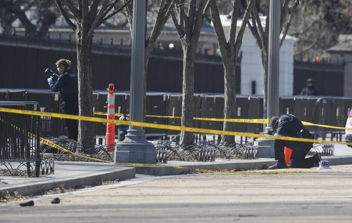 Man Kills Himself With A Gun In Front Of The White House (PHOTOS)