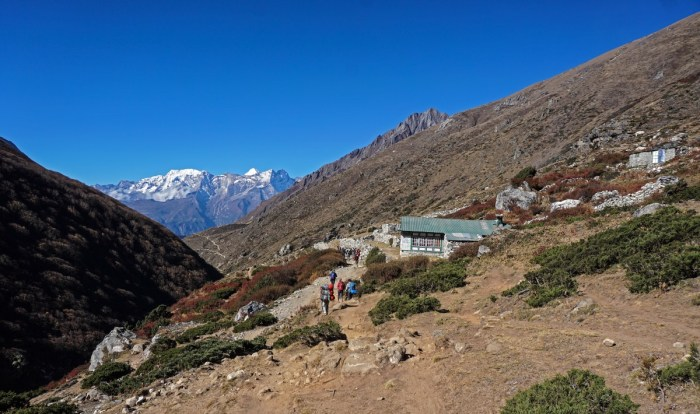 Trekking Everest Base Camp - Walking down from Pangbuche village to the Tengbuche Monastery