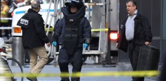 A member of the New York Police Department bomb squad is pictured outside the Time Warner Center in the Manhattan borough of New York City after a suspicious package was found inside the CNN Headquarters in New York, U.S., October 24, 2018. (REUTERS/Kevin Coombs)