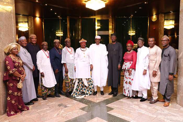 President Buhari in a group photo with Obol Ofem Ubana Eteng of Ugep, members of his delegation and senior government officials as he receives in audience His Royal Highness Obol Ofem Ubana Eteng of Ugep, Cross Rivers State in State House on 9th Oct 2018