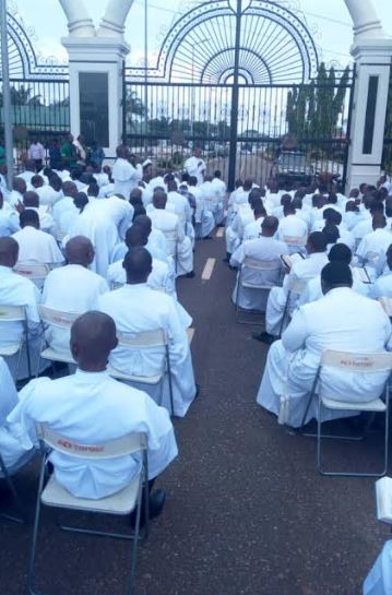 More than 200 hundred Anglican priests have staged a protest against the loss of a school to another denomination at the front of the Anambra Government House in Awka on Friday, November 2, 2018.