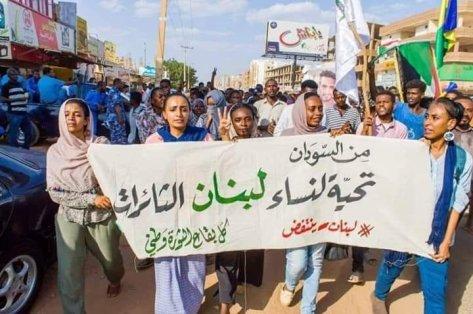 Mujeres sudanesas salen a las calles a saludar a las mujeres revolucionarias del Líbano