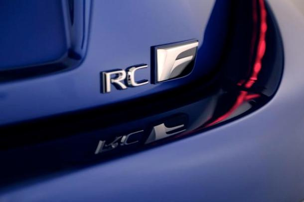 2015-Lexus-RC-F-Badge