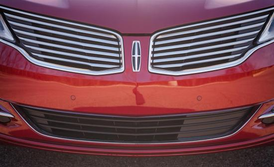 2013-lincoln-mkz-awd-grille-and-badge-photo-490190-s-1280x782