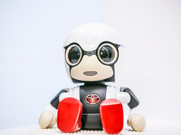 toyota-2015-world-of-toyota-article-news-events-kirobo-mini-gallery-image-03_tcm-11-559269