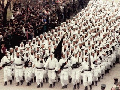 In 1995, in Zenica, Oussama Ben Laden paraded the Arab League before President Alija Izetbegović. These combatants are ex-Mujahideens who fought the Soviets in Afghanistan. They later adopted the name of Al-Qaïda. During the war, the Russian Secret Services penetrated the barracks of the Arab Legion and found that all their documents were written in English, and not Arabic.