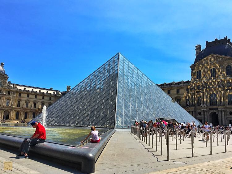 AirAsia - Paris - France - Europe - Eiffel - Lourve - Versailles