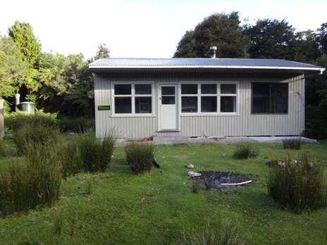 DOC hut: Wairaurahiri River