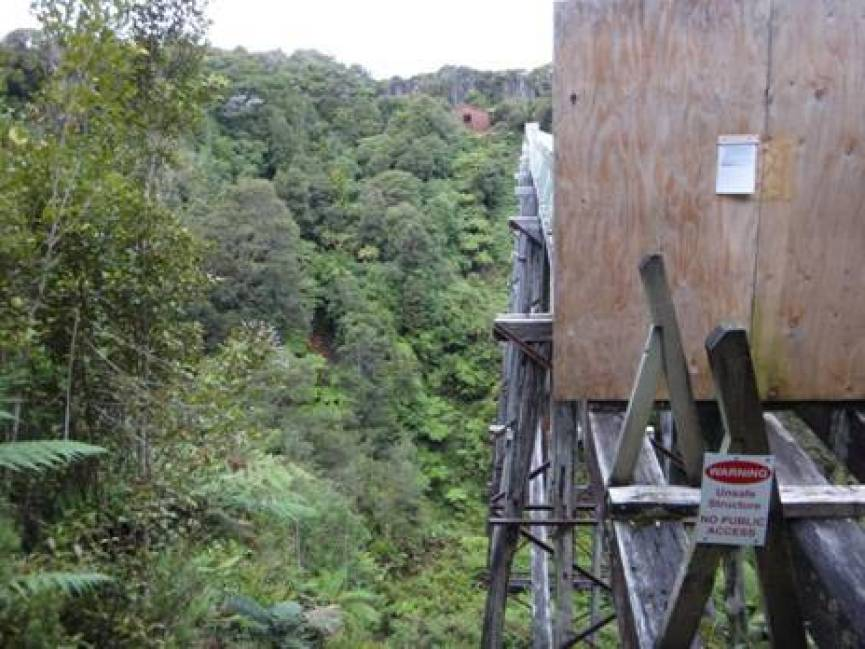 Percy Burn trestle and hut; you can even get a hot shower here!