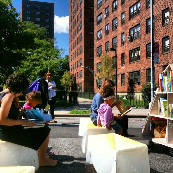 Uni reading room returns to East Harlem farmers' market