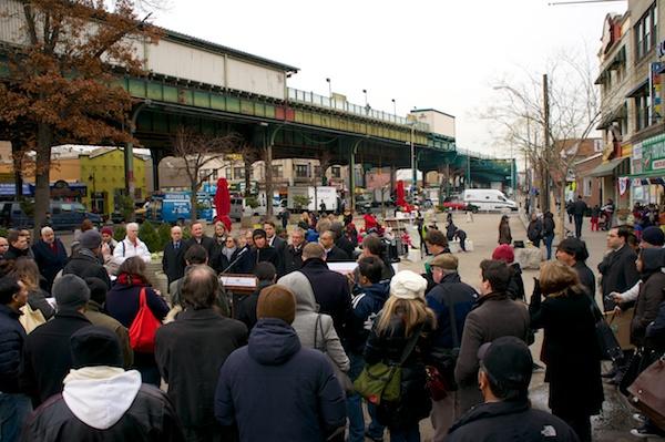 Uni reading room helps celebrate big gift to NYC plazas