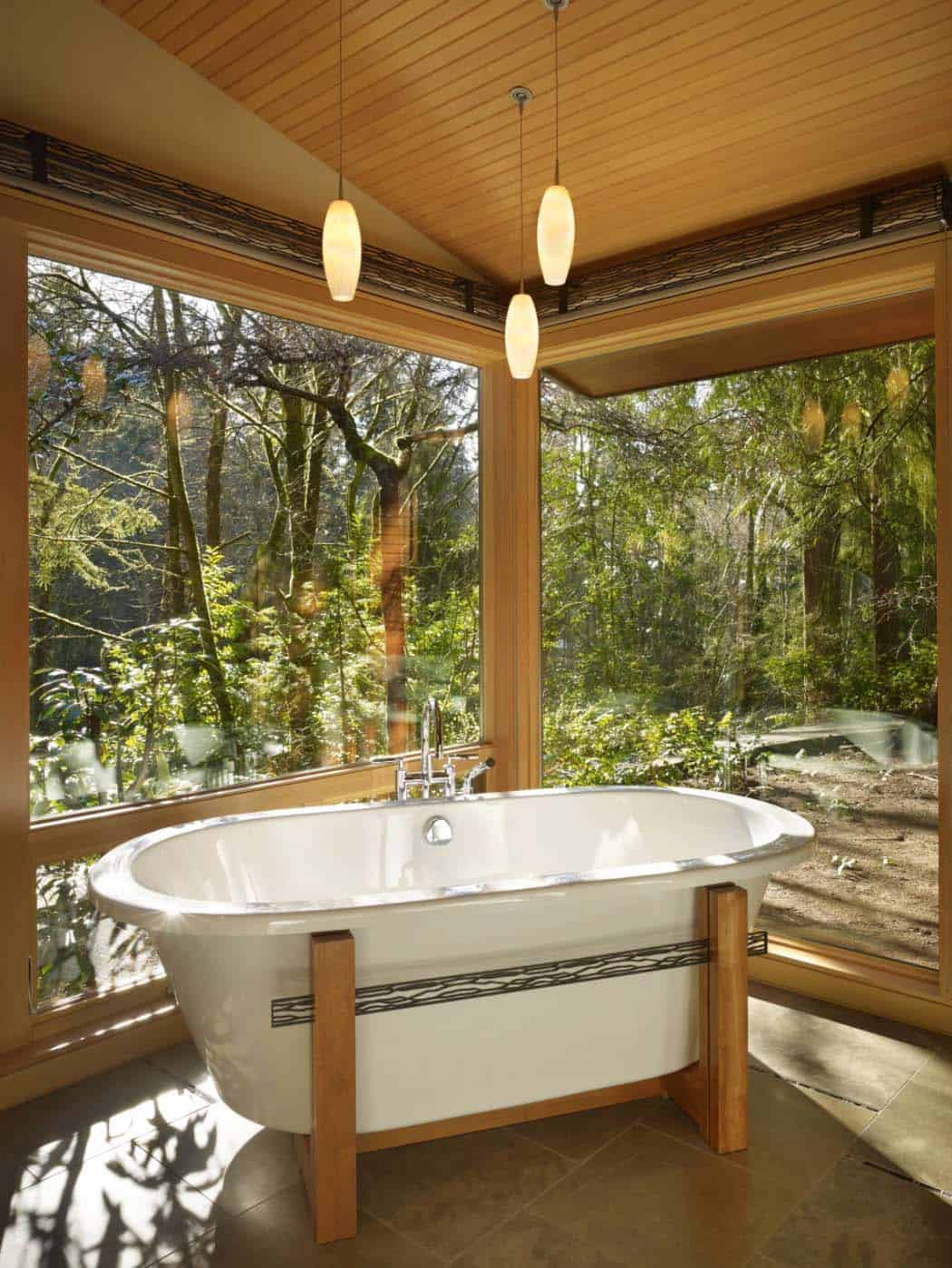 Beautiful bathtub by the forest design ideas