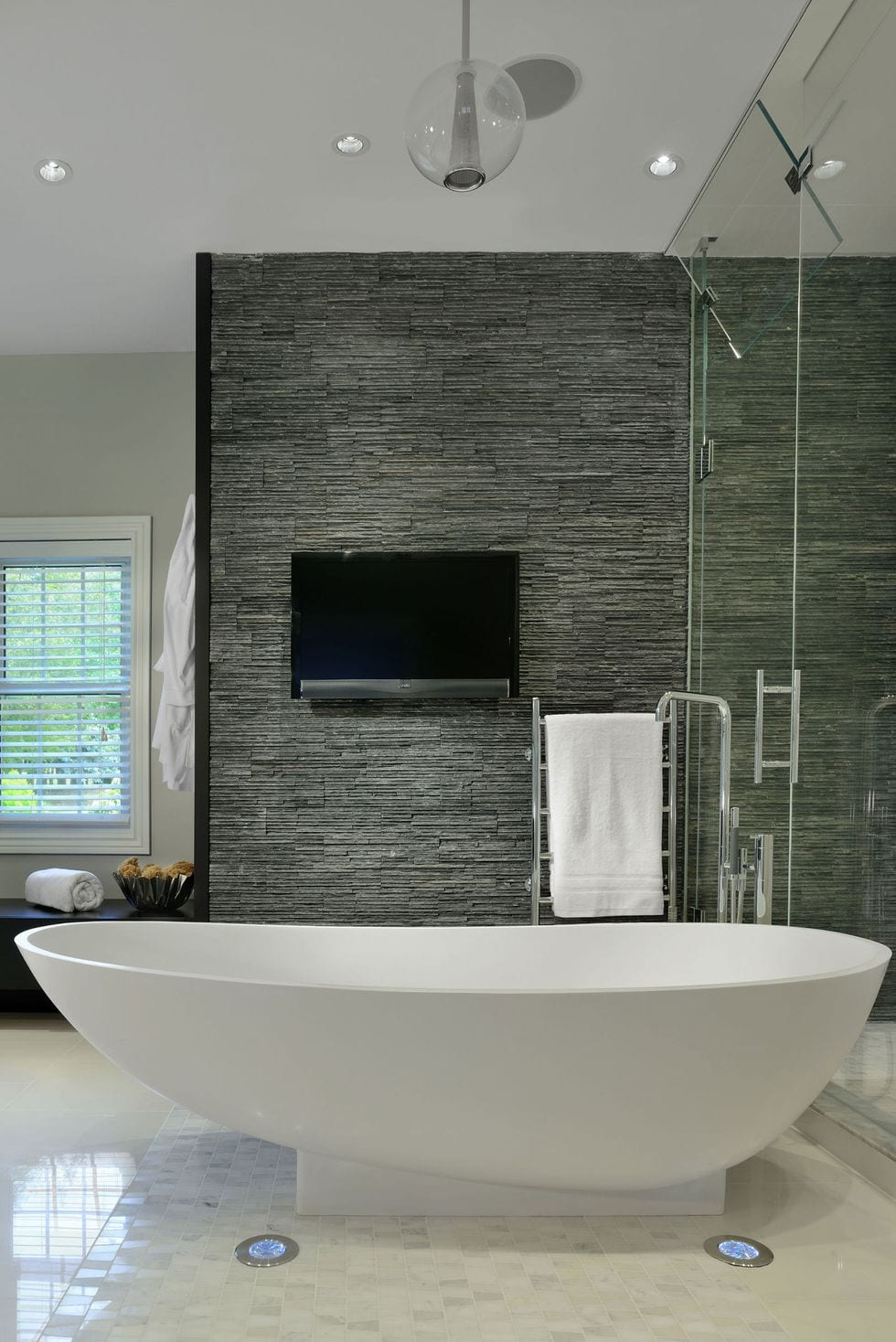 Sleek and modern bathtub design ideas