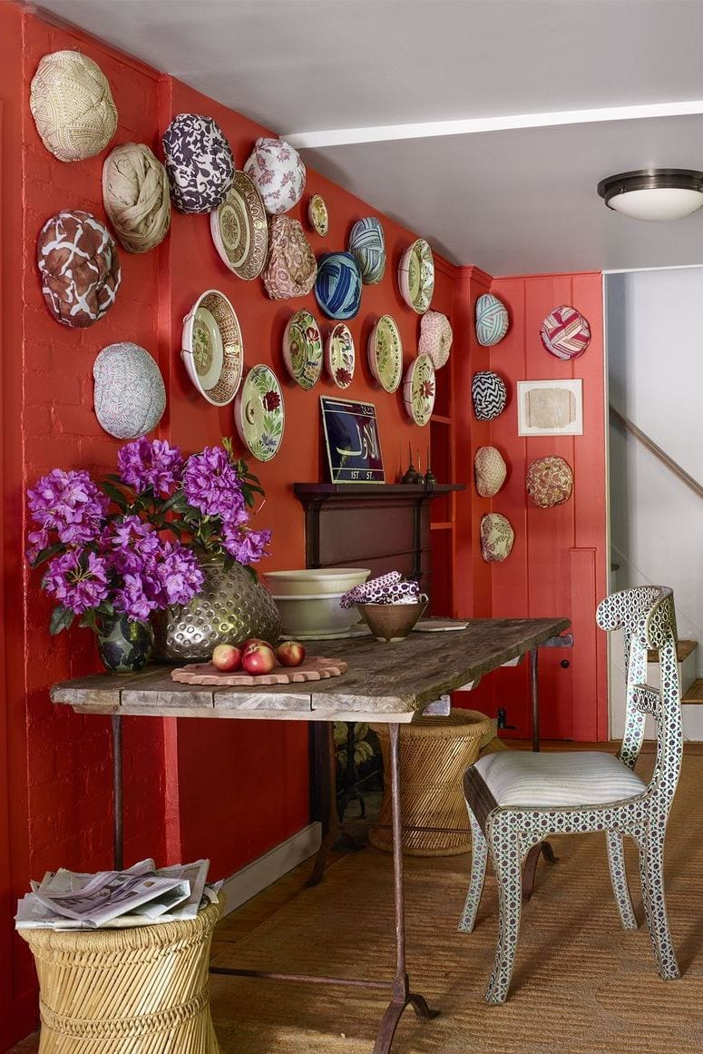 Antique plates on the wall for decorating ideas