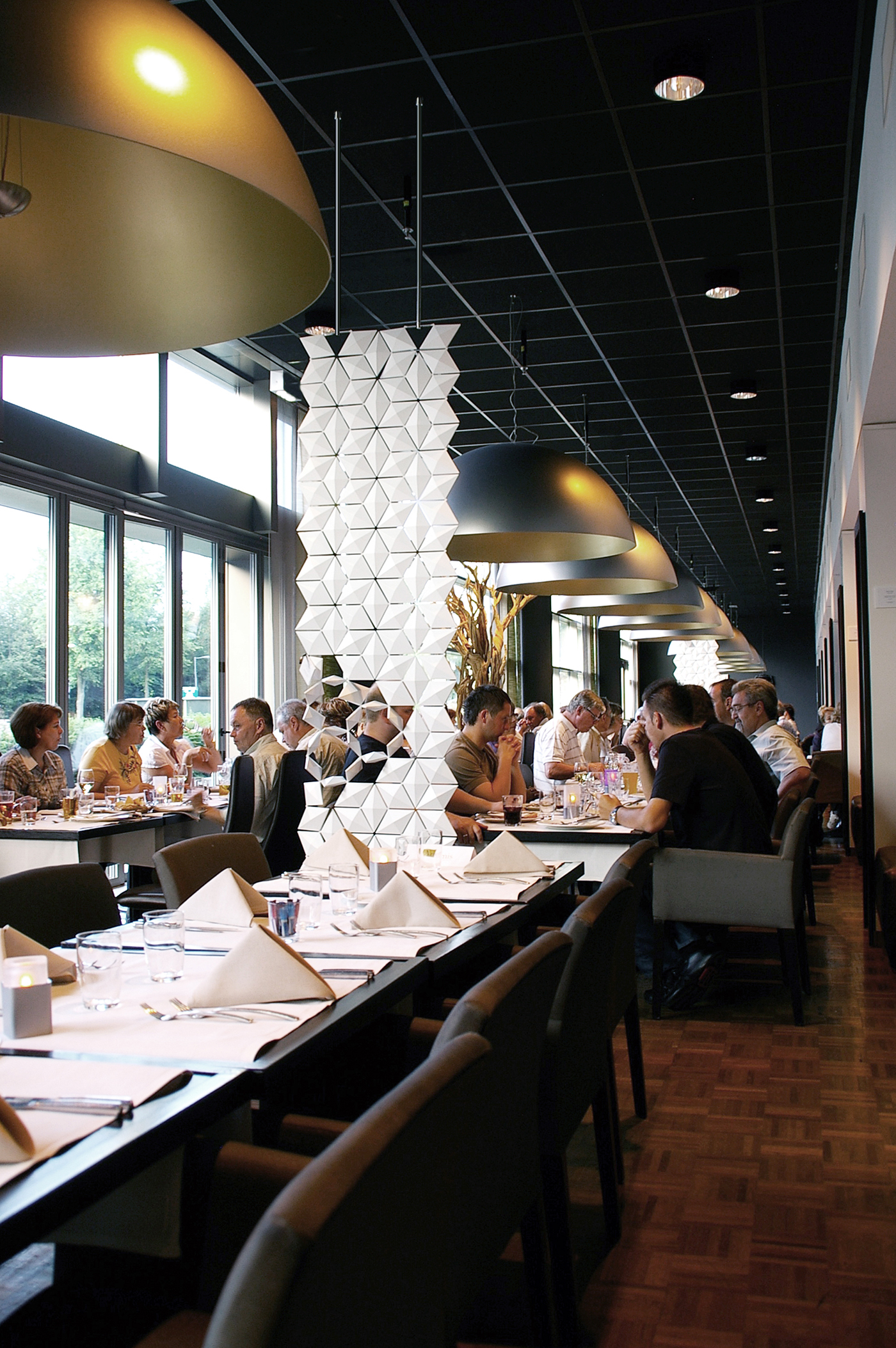5.Modern Dividers In Cafes and Hotels