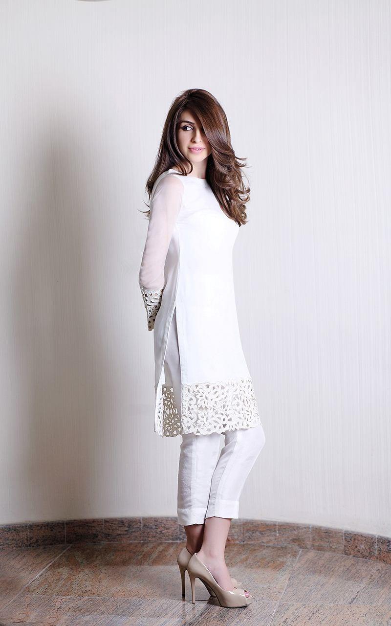 simple and plain white kurta with white cigarette pants