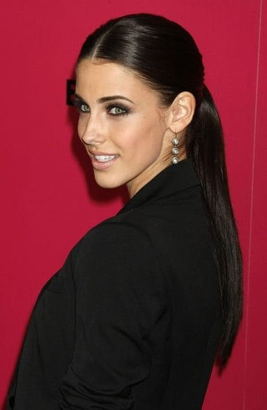 middle part ponytail