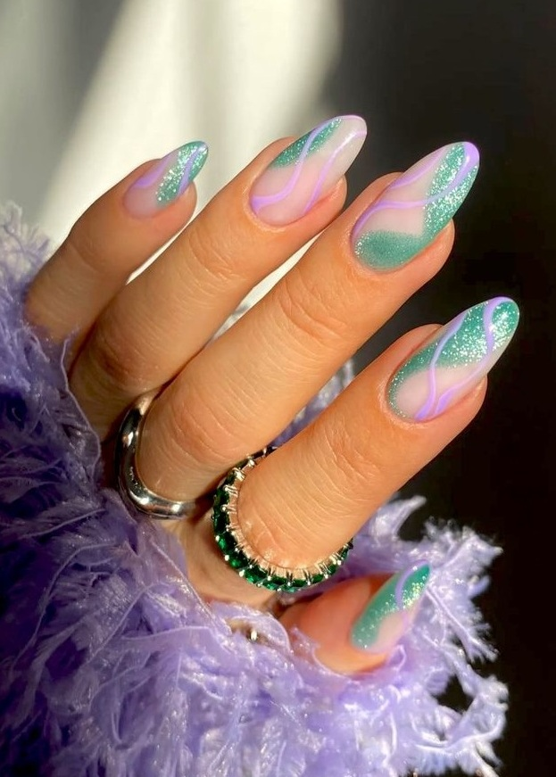 Stunning Glitter Nails For You To Try Now