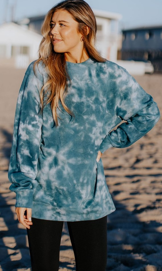 Turquoise Pullover Outfit Ideas for Women