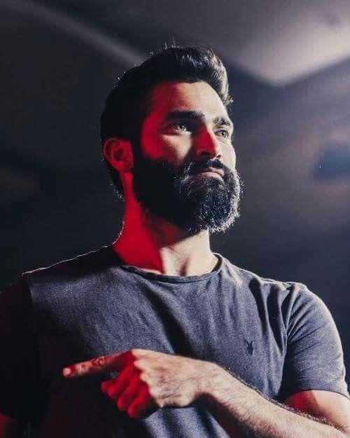 tyler hoechlin full cheek and round chin