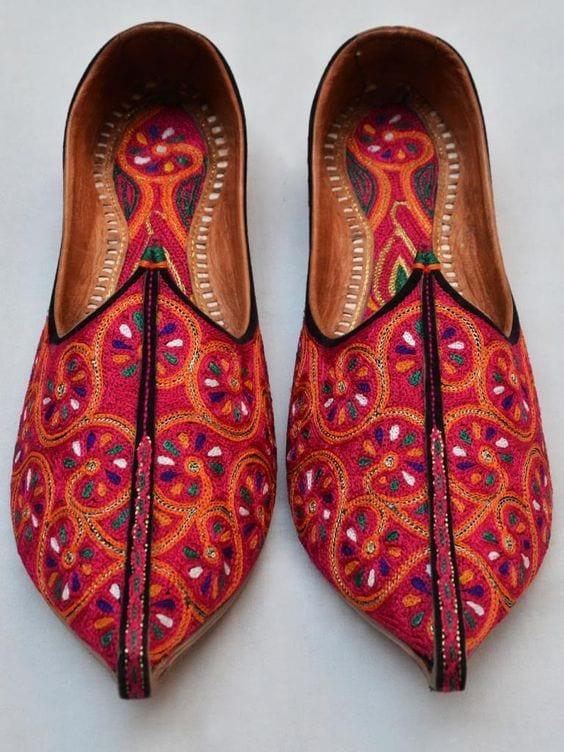 footwear for wedding Mojari