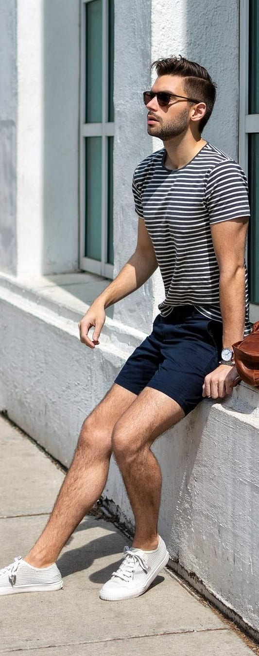 Black T-shirt With Chino Shorts Outfit Ideas For Men