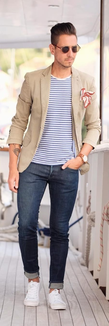 Striped T-shirt With Blazer Outfit Ideas For Men