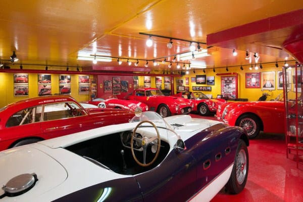 DREAM GARAGE FOR FERRARI VINTAGE CARS