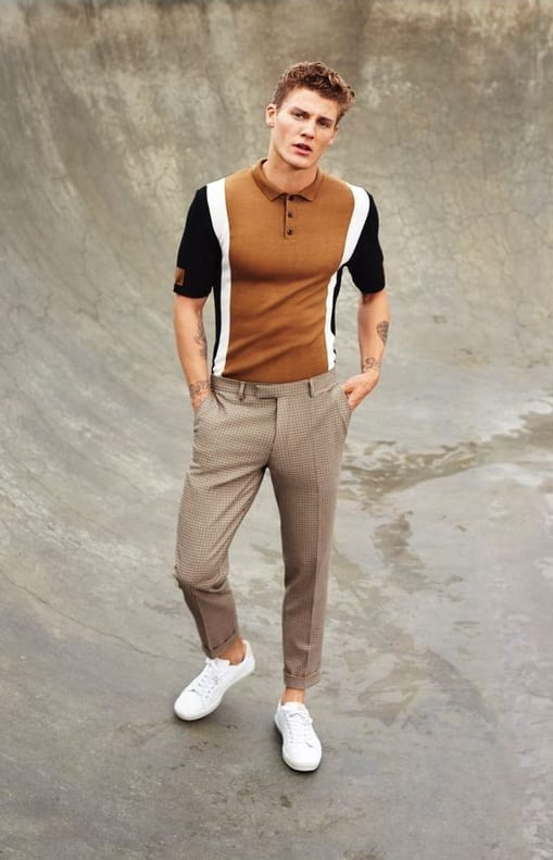 polo-shirt-with-beige-trousers-and-white-sneakers