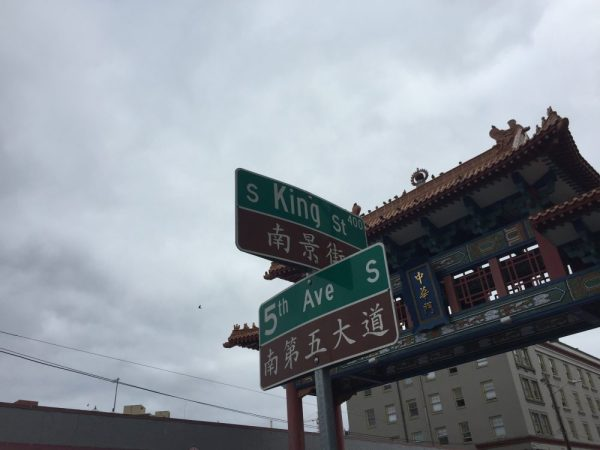 Bilingual street signs in Chinatown.