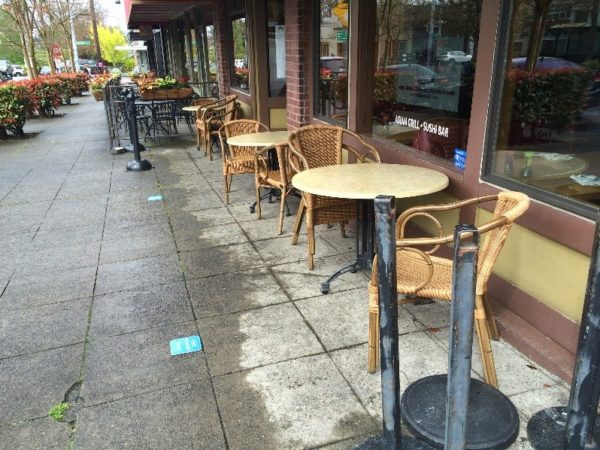 Ikiiki Sushi with a fence-free sidewalk café in Queen Anne. (City of Seattle)