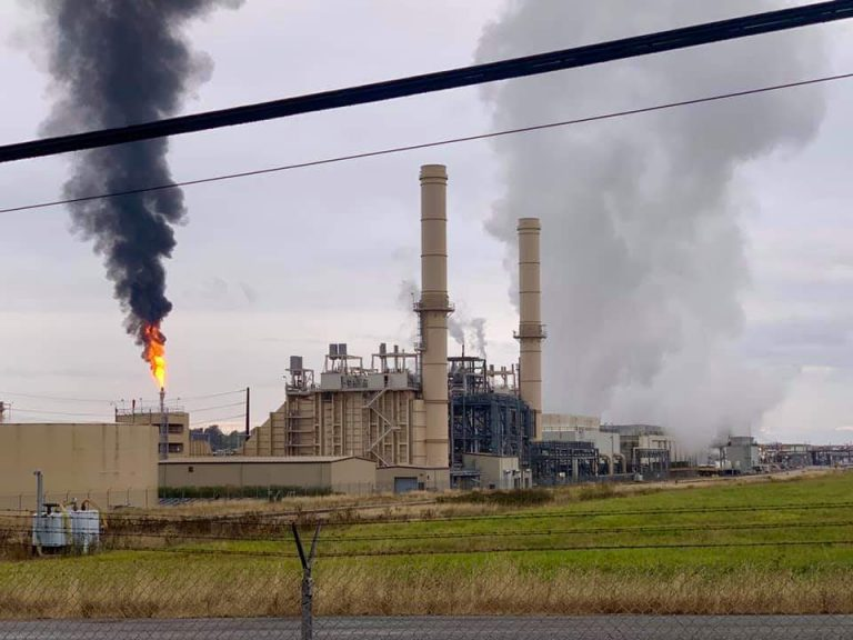 Puget Sound Energy bought a 270 kWh fracked gas power plant in Ferndale in 2012. A nearby refinery had this flaring event in September which was blamed on a power outage. (Photo courtesy of Robin Woelz)