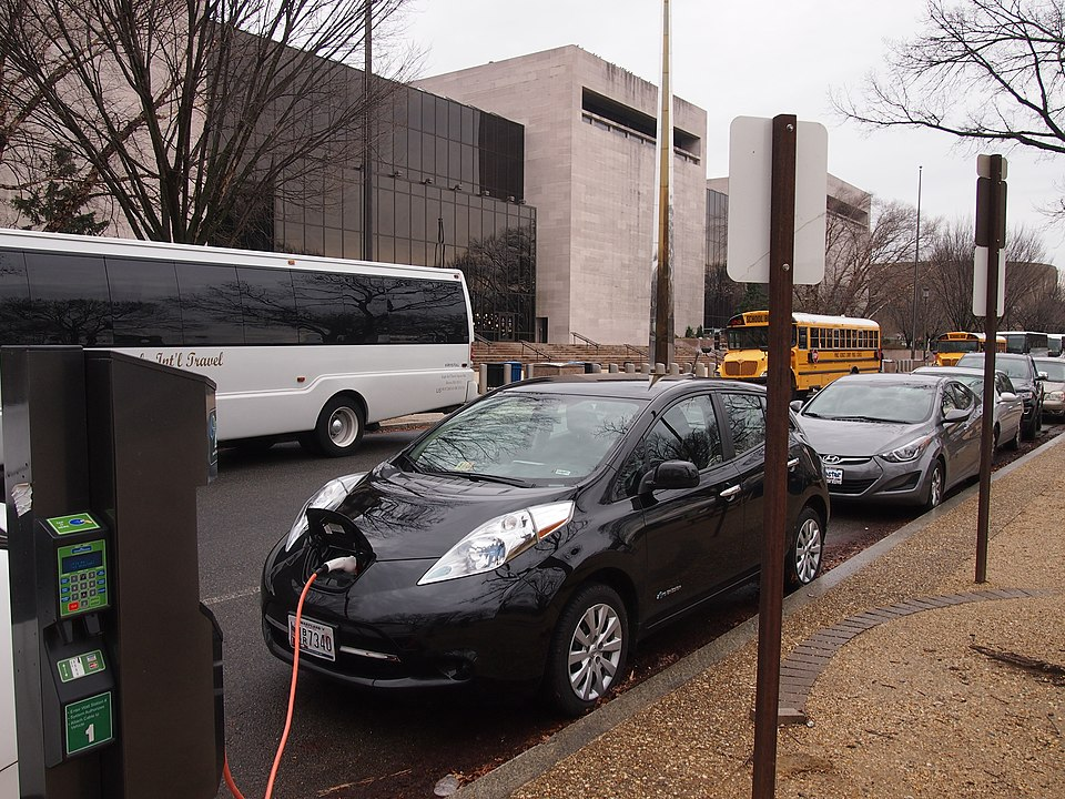 An electric car charging outside a museum. (Credit: Slowking4, Wikimedia Commons)