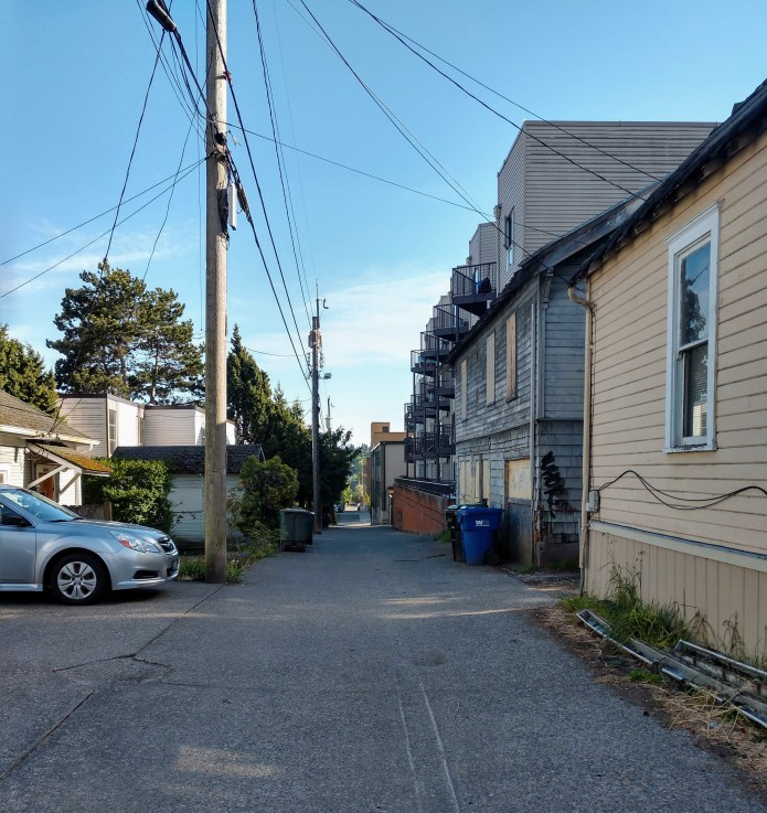 Midrise zoning meets low-rise zoning in this Fremont alley. (Photo by Doug Trumm)
