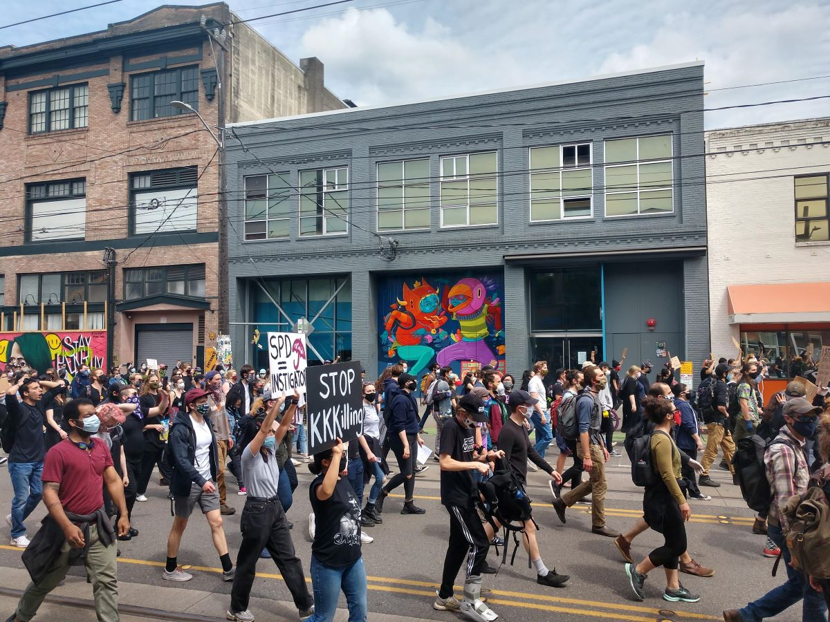 Seattle City Council bars police use of tear gas, chokeholds