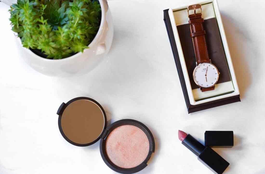 Becca Champagne Pop Shimmering Skin Perfector review, Becca Jaclyn Hill Champagne Pop highlighter review