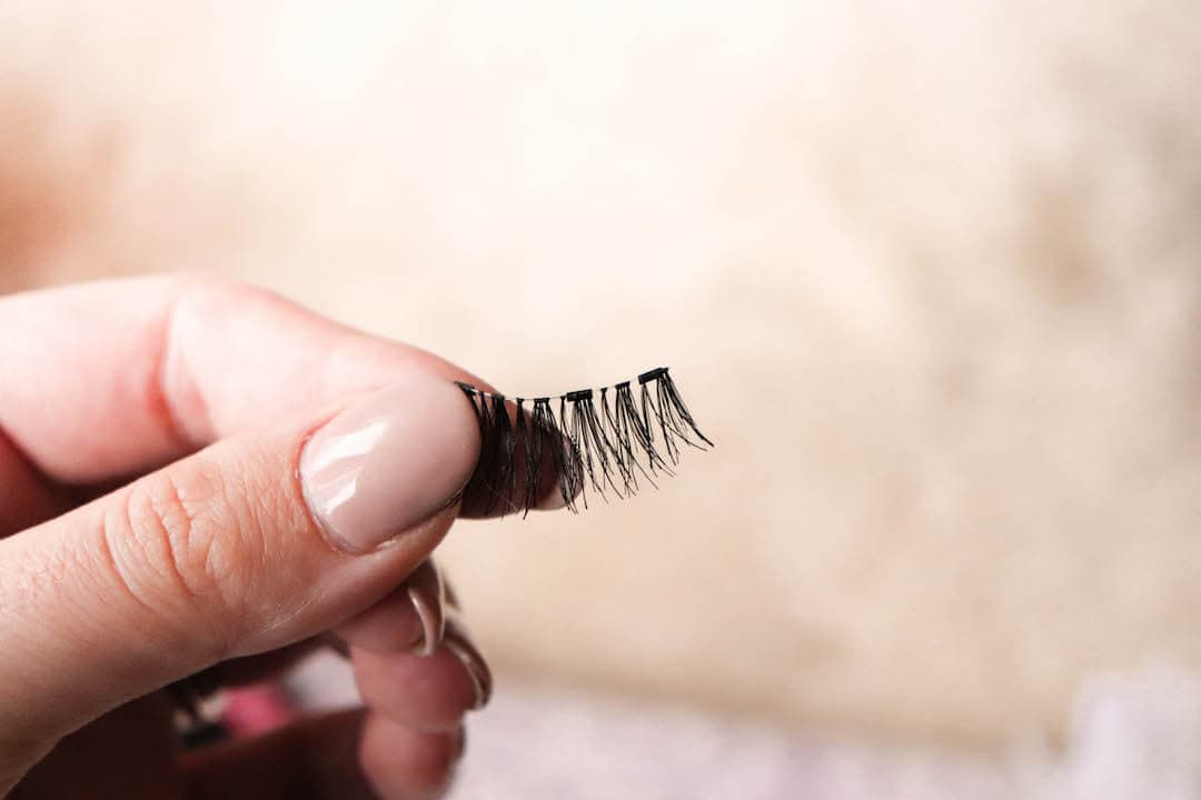 How to Apply Magnetic Lashes